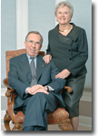 Dick and Lois Haskayne sitting photo